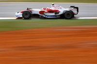 トヨタは2台ともリタイア。1ストップ作戦にかけたティモ・グロックは44周目に派手なクラッシュを演じ、ヤルノ・トゥルーリは6番グリッドからスタートしたものの、バッテリーのトラブルによりコックピットを降りなければならなかった。(写真=Toyota)