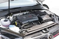 最高出力265psを発生するエンジン。ブースト機能が働くと、さらに25psが上乗せされる。