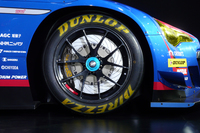 タイヤはミシュランから、ニュブルクリンク24時間耐久レースで実績のあるダンロップに変更された。