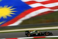 今年復活したイギリスの名門ロータスの名前だが、新生チームはマレーシアの血が濃く流れている。過去2戦は新興チーム中のトップランナーだったが、準地元では苦戦し、ヤルノ・トゥルーリが5周遅れの最後尾17位、ヘイキ・コバライネンは完走扱いとならず。(写真=Lotus)