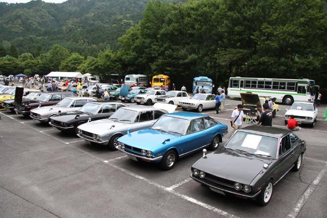 約130台のいすゞ車が集まった会場の一角。