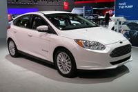 こちらは「フォード・フォーカス エレクトリック」。バッテリー容量は33.5kWhで、一充電走行可能距離はEPA計測で115マイル(約185km)とのこと。