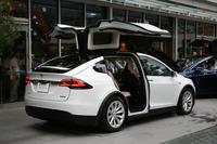 ボディーサイズは全長5037×全幅2070×全高1680mm。車重は2468kg。ドアを開いた状態だと全高は2200mmに達する。