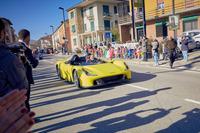発表会を終え、新工場を見学したのち、ジャンパオロ・ダラーラ本人が完成したばかりの「ストラダーレ」を駆って街中をドライブするというサプライズが。同時に数台のローンチエディションがバリラ氏など、招待された有名エンスージアストに納車された。