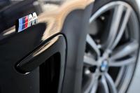 """「4シリーズ グランクーペ」には、スタンダードモデルに加えて、デザインテーマに合わせたドレスアップが施されたグレード""""ラグジュアリー""""と""""Mスポーツ""""が用意される。今回のテスト車は後者で、高級かつスポーティーな内外装が特徴となっている。"""