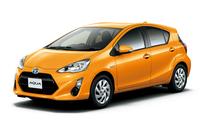 「トヨタ・アクアS」(オプション装着車)。ボディーカラーはオレンジパールクリスタルシャイン。
