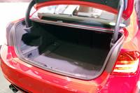 荷室の容量はフル乗車時で480リッターが確保される。