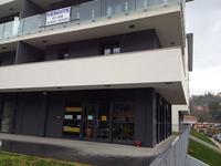 シエナ駅近く、新築ビルの1階に引っ越していたチェーン系レンタカー会社。