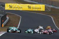 フォーミュラ・ニッポンの決勝レース1 スタートシーン。