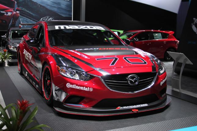 マツダ6(日本名:アテンザ)のディーゼルレーサー。市販のクリーンディーゼル車やハイブリッド車などをベースにしたアメリカの新しいカテゴリー「GRAND-AM GX class(グランダム GXクラス)」に参戦する予定。