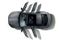 「XEジェットディーゼルエディション」のパノラミックサンルーフ。「XFジェットディーゼルエディション」には電動チルト、スライド式のサンルーフが備わる。