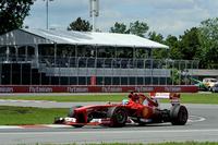 フェラーリのアロンソは予選6位から2位入賞。宿敵ベッテルには到底及ばなかったが、オープニングラップでバルテリ・ボッタスのウィリアムズを抜き去ると、ニコ・ロズベルグ、マーク・ウェバー、ハミルトンといった強豪を次々とオーバーテイク、サーキットをわかせた。チャンピオンシップで2位に上がり、夏の追撃に備える。(Photo=Ferrari)
