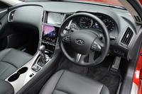 """""""囲まれ感""""を演出したという運転席まわり。一方、助手席側のデザインは""""解放感""""がテーマとなっている。"""