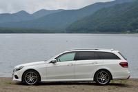 ディーゼルの「Eクラス」は、今回のテスト車であるワゴンモデルのほかに、35万円安のセダン(798万円)も用意される。