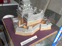 「シュロス・ヒメジ」とは姫路城のこと。アジア食料品のショーウィンドウで偶然発見。