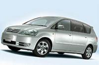 上から、クルーガーV特別仕様車「ナビパッケージ」、プリウス特別仕様車「Sプレミアム」、イプサム特別仕様車「240iリミテッド」