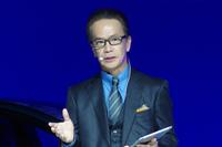 トヨタのコネクティッド戦略を説明する友山氏。「つながるプラットフォームは、自動車メーカーとして重要なビジネス基盤である」と述べた。