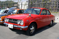 最初期型(1964年)の「いすゞベレット1600GT」。ボディカラーの赤は現オーナーの好みで塗られたもので、オリジナルはアイボリーだったという。シャシーナンバーが137なので、同型車が最低137台作られたわけだが、残存するのはこれ1台かも。ま、パッと見にはただのベレGなんですけどね……。