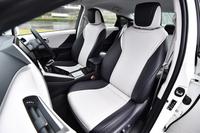 シートは8ウェイの電動調節式。電動のランバーサポートも備わる。シートヒーターは全席標準。