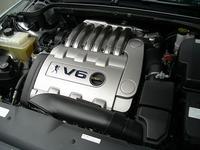 エンジンは210psを発生する3リッターV6、6段ATと組み合わされる。