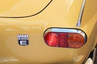 リアに装着された「1800E」のバッジ。同車は電子制御式燃料噴射装置を備えた、「P1800」の最終モデルにあたる。