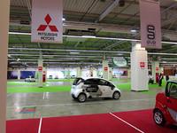 ホール2内に用意された試乗コーナー。走行中の車両は「シトロエンC-ゼロ」。「三菱i-MiEV」や「日産リーフ」も用意されていた。