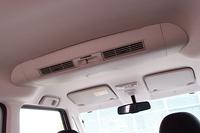 前席のエアコンの冷気を循環させるリアサーキュレーター。この装備により、冷房使用時には後席の体感温度を約3度下げることができるという。