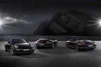 """写真左から、先に発表された""""黒い限定ポルシェ""""「911ブラックエディション」の2台と「ボクスターS ブラックエディション」。"""