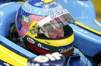 昨2003年アメリカGP以来となるレースにルノーで臨んだ1997年チャンピオン、ジャック・ヴィルヌーヴ。初戦のデキはやや期待はずれといったところか。予選ではチームメイトのアロンソが6位だったのに対し、その0.467秒後方の13位。決勝でもいまひとつぱっとせず11位でゴールした。レース終盤、因縁深いシューマッハーと、まさか11位を争うとは……やはり、ちょっとさびしい結果だった。(写真=ルノー)
