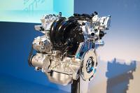 「スカイアクティブG」エンジンは、現在1.3〜2.5リッターの直4エンジンを対象に開発中。今回の発表にロータリーエンジンの話は出なかったが、「スカイアクティブ」とは別に開発は進められているようだ。