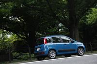 ボディーカラーは写真のブルーを含む全5色。ソリッド系の色がよく似合う。