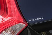 テールゲートに施された「INTELLI SAFE」のロゴ。