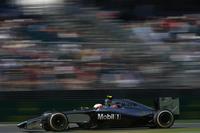 昨年のフォーミュラ・ルノー3.5チャンピオン、21歳のデンマーク人ケビン・マグヌッセンがデビュー戦でいきなり2位表彰台を獲得。ルーキーを乗せないことで有名なマクラーレンが認めた力量は本物ということか。予選4番手から危なげない走りで快挙を成し遂げた。(Photo=McLaren)