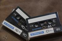 中学生時代に購入したパイオニア製カセットテープ。その分野における後発メーカーであることから、それなりに応援していたものだ。左はノーマル、右はクロームポジション用。