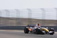 ルノーのヘイキ・コバライネンは健闘し6位入賞。タイヤトラブルでフロントウィングを壊しペースを上げられないハミルトンを終盤追いたてた。チームメイトのジャンカルロ・フィジケラは9位完走。(写真=Renault)