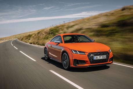 コンパクトスポーツカー「アウディTT」の最新型に、同車ゆかりの地であるイギリス・マン島で試乗。エクステ...