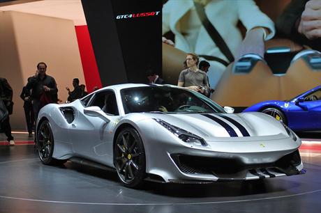 フェラーリはモータースポーツ活動から得た経験と技術をフィードバックしたスペシャルモデル「488ピスタ」...
