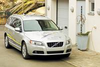 ボルボは、プラグインハイブリッド車の発売に先駆け、2009年夏より試験車である「V70プラグインハイブリッド」で、実証実験を行う。写真は、そのデモカー。