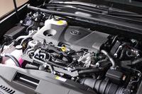 ハイブリッドユニットは、新開発の2.5リッター直4エンジンがベース。JC08モードの燃費値は、先代よりも30%以上アップした。