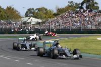 フリー走行から予選、決勝にかけて、格の違いをまざまざと見せつけた王者メルセデス。ハミルトン(先頭)は、ポールポジションからのスタートでトップを守ると、2位ロズベルグ(その後ろ)を従えてレースをコントロールした。(Photo=Mercedes)