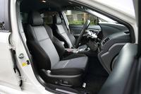「2.0GT EyeSight」のシート表皮はファブリックとトリコットの組み合わせ。オプションで本革シートも用意される。