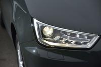 マイナーチェンジにより、ヘッドライトのデザインも新しくなった。