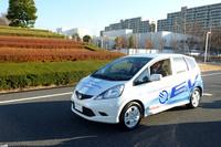 「フィットEV」 ギアボックス同軸モーター(92kW、26.1kgm)/航続走行距離=160km以上(JC08モード)/充電時間=100V:12時間以下。200V:6時間以下、急速充電:30分(80%充電)
