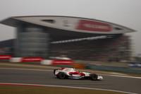 トヨタは、予選7位のヤルノ・トゥルーリがスタートでの追突後にリタイア。ティモ・グロック(写真)は、重いマシンでスタートし1ストップ作戦を敢行、7位でゴールし2点を手に入れた。(写真=Toyota)