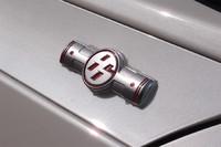 フロントフェンダー上部に添えられるエンブレム。「86」のロゴと水平対向エンジンのピストンが組み合わされている。
