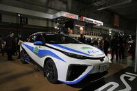 トヨタのブースから。昨年11月のJAF全日本ラリー選手権「新城ラリー2014」で、00カーとして使用されたFCV「ミライ」のラリー仕様車。