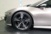 左右の前輪は独立した2つのモーターで駆動。「Sport Hybrid SH-AWD」と呼ばれるハイブリッドシステムが採用される。