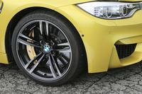 タイヤサイズは前:255/40ZR18、後ろ:275/40ZR18が標準だが、テスト車にはオプションの19インチのものが装着されていた。