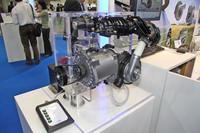 英国「CPT」社の「電動スーパーチャージャー」。昨今ではパワステやウォーターポンプなど補機類の電動化が進められているが、これはタービンの駆動を電動化した過給器。コンパクトかつ高効率を実現したとして、近い将来製品化される見込みという。