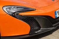 ヘッドライトは「P1」譲りのフルLED式へ。これも同社のスピードマーク・ロゴがモチーフになっている。